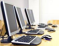 komputery z monitorami LCD